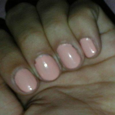 Нежный розовый маникюр на короткие ногти