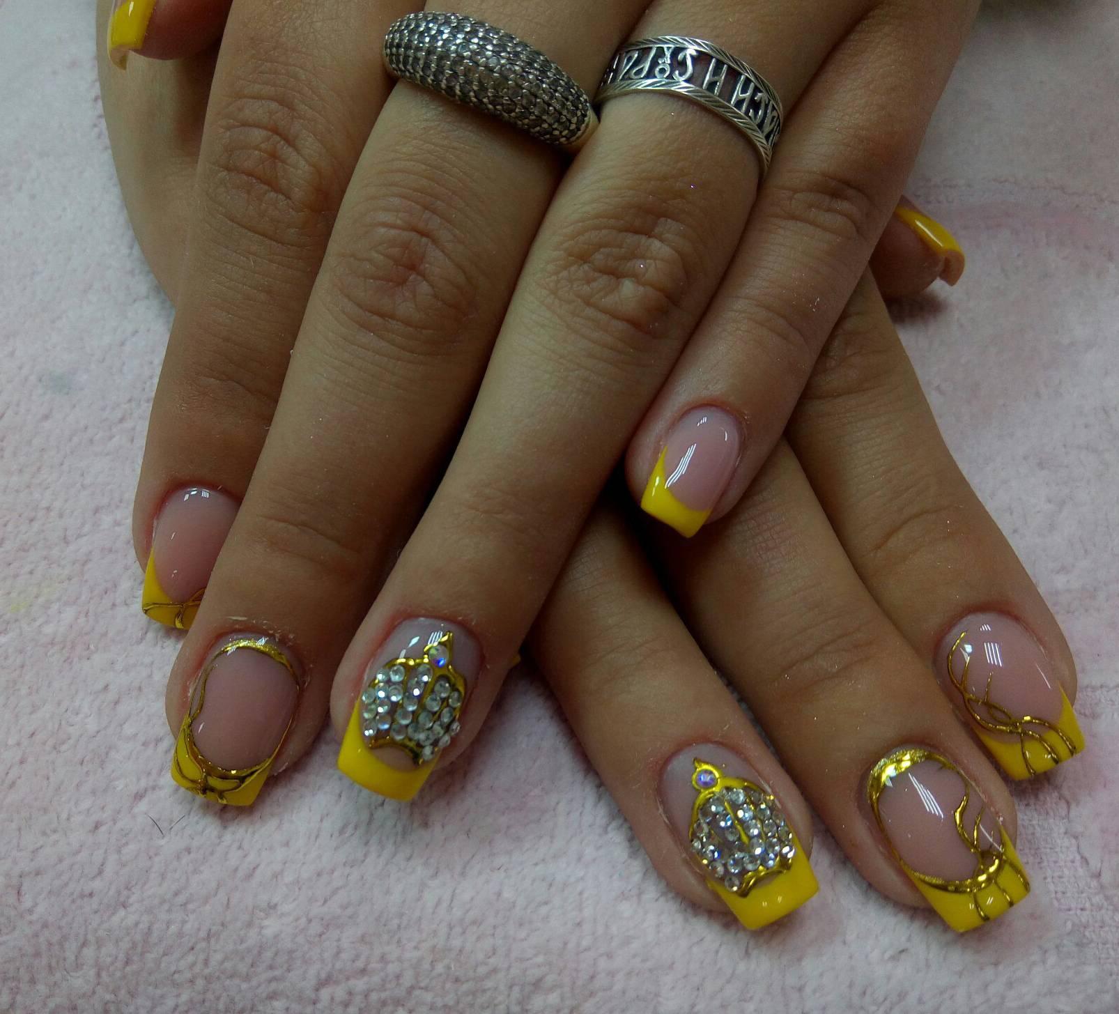 Дизайн для ногтей желтый френч