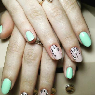 Mint manicure: mint color nail design photo, manicure polished with mint gel