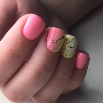 Розовый маникюрчик с нежным узором
