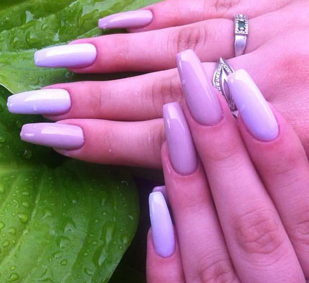 Фиолетовый градиентный маникюр на длинные ногти