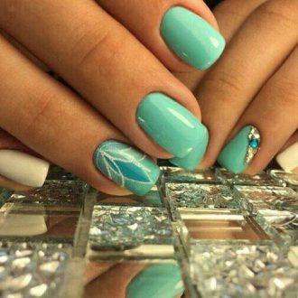 Дизайн ногтей мятного цвета