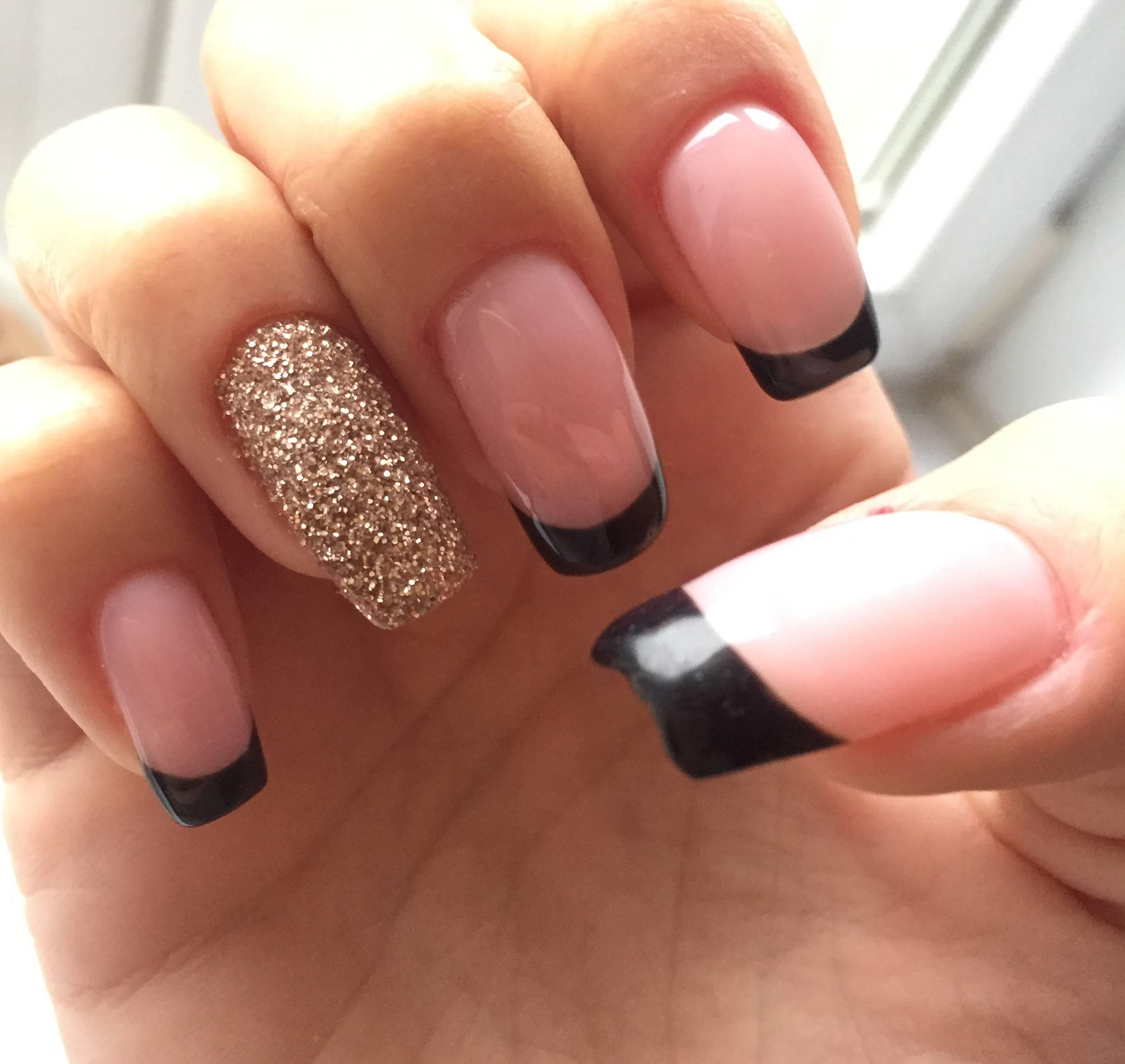 Черный френч с Negative Space и золотом на длинных ногтях