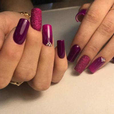 Длинные фиолетовые ногти по технологии арочного наращивания
