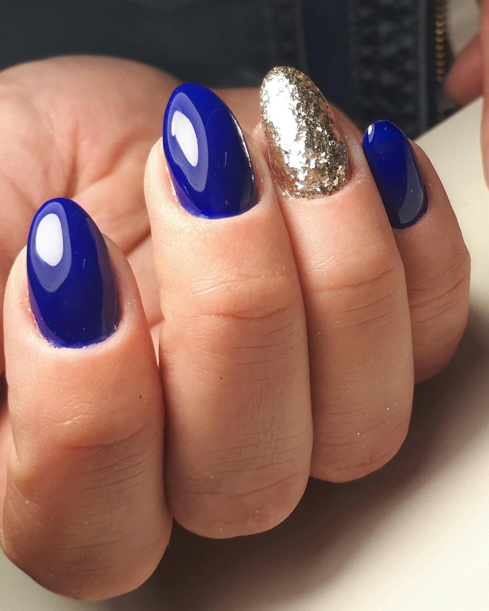 Синий гель лак с блестками фото маникюр