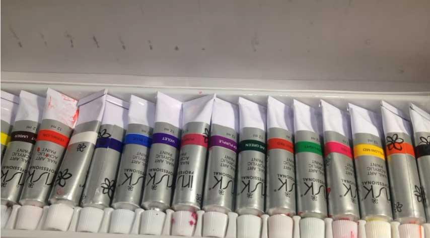 Краска для аэрографии на ногтях