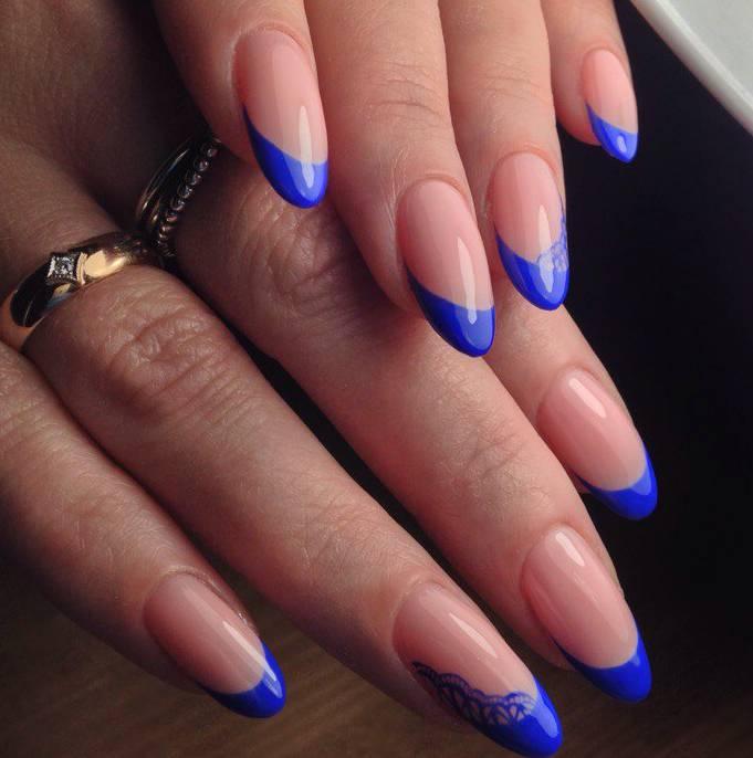 Синий френчи на ногтях фото