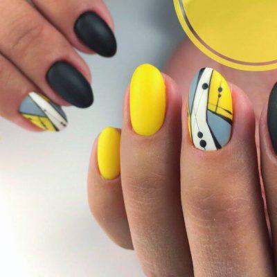Матовый черно-желтый маникюр