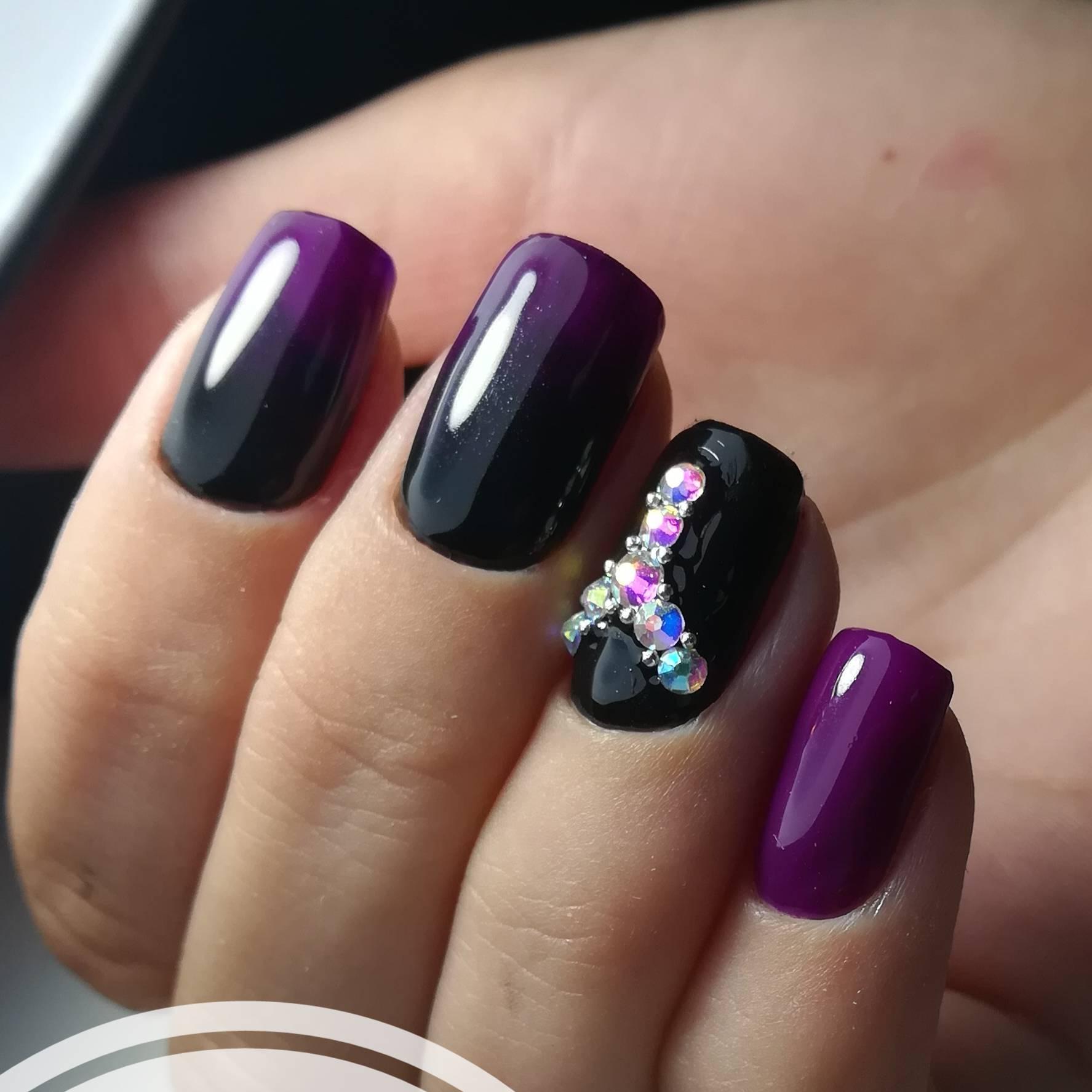 Фиолетовый с черным маникюр