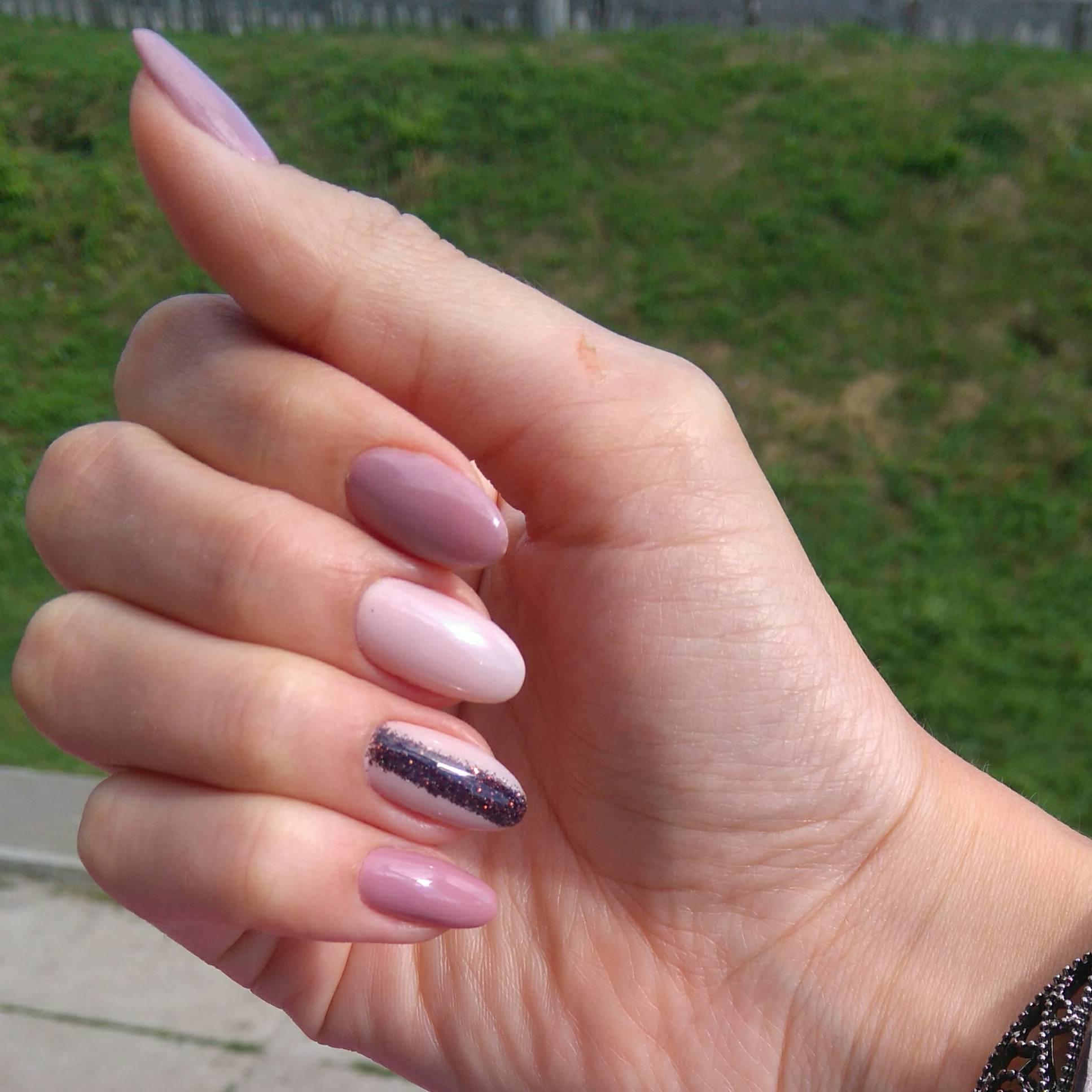Стильный розовый маникюр на длинные ногти