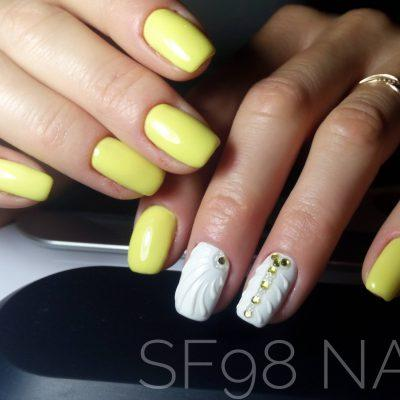 Летние ракушки в желтом маникюре