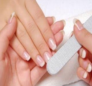 Шлифовка гелевых ногтей во время коррекции