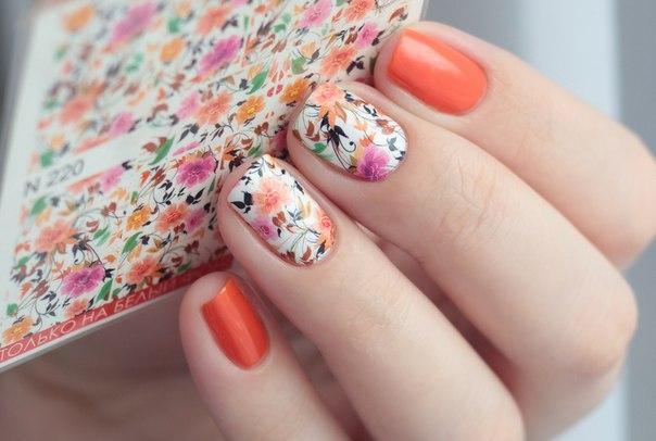 Цветочный маникюр с наклейками