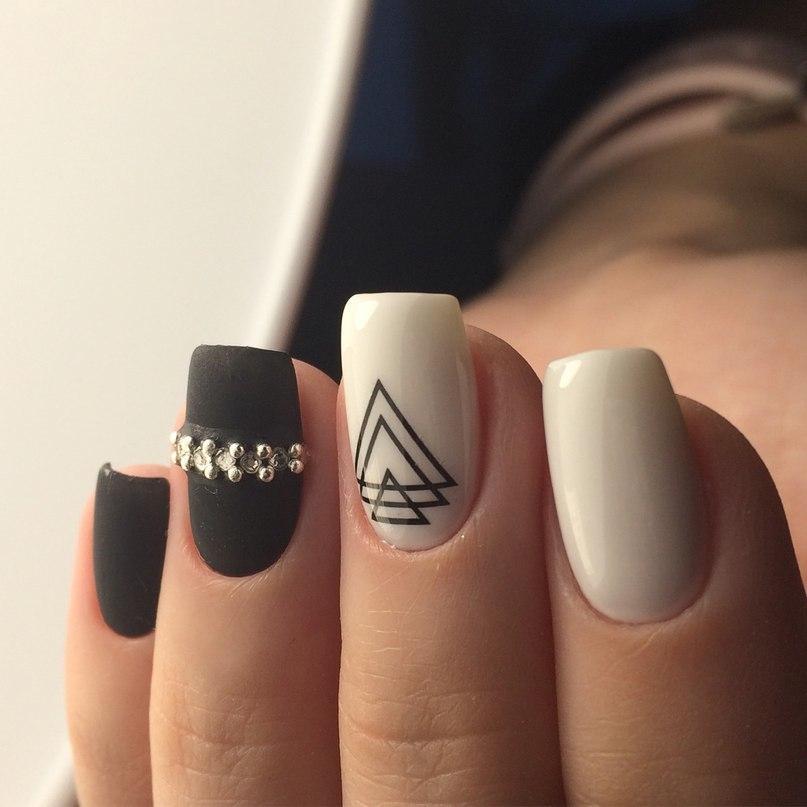 Стильная геометрия на длинных ногтях