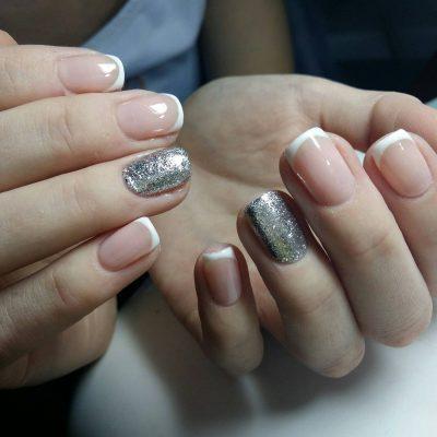 Серебро в маникюре с френчем