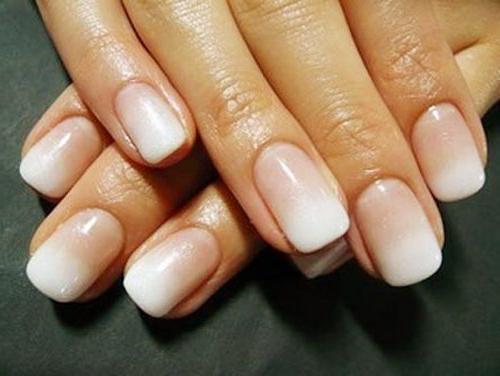 Дизайн ногтей градиент во французском стиле