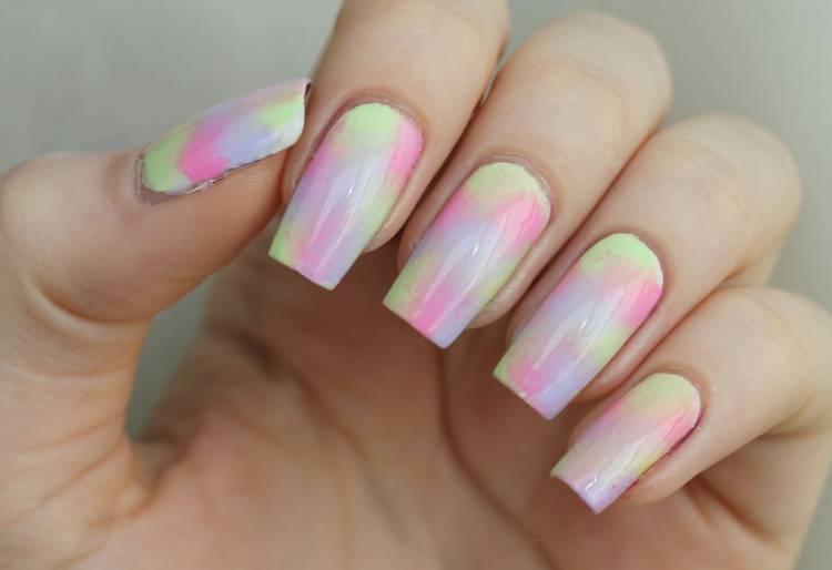 Хаотичный дизайн ногтей градиент