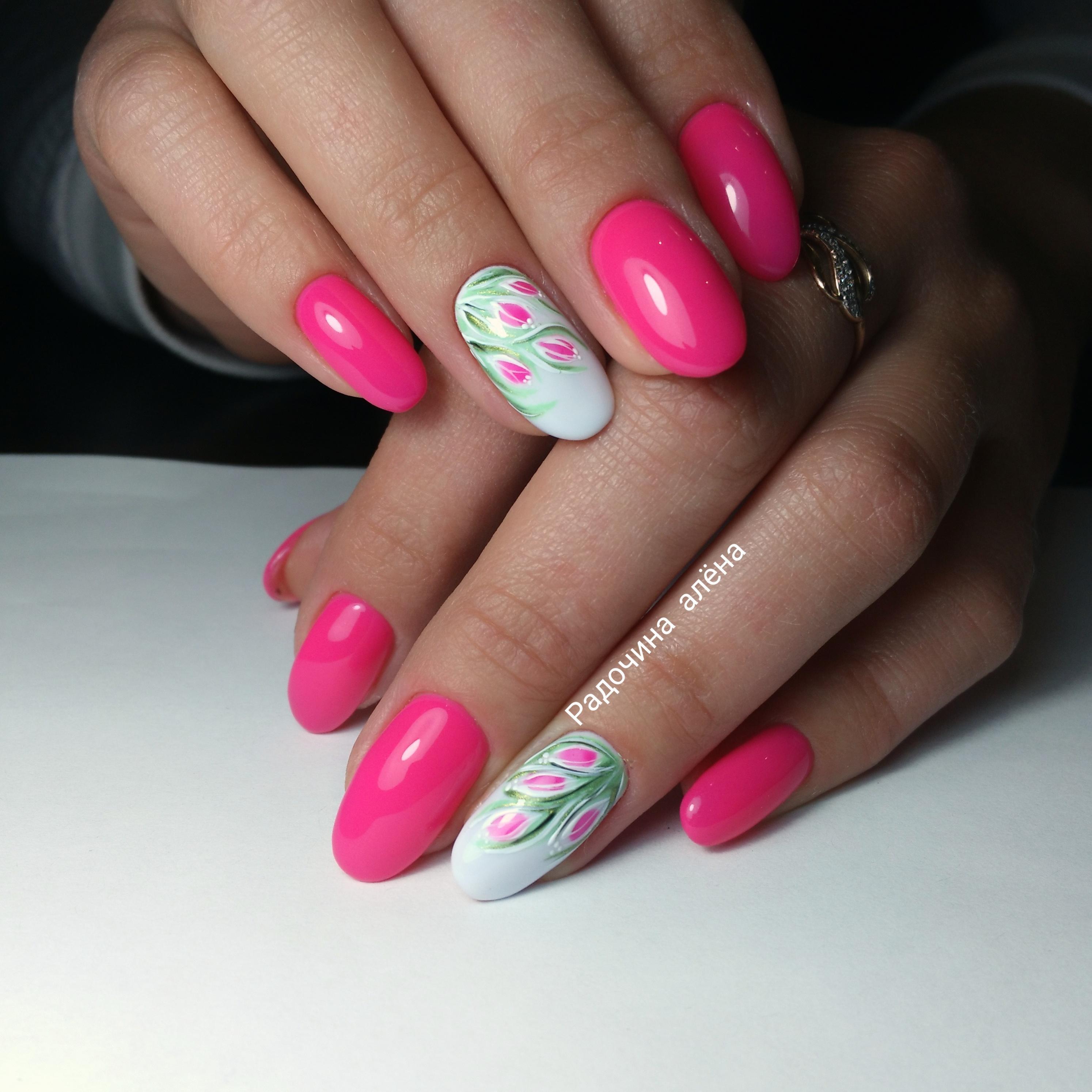 Милые тюльпаны в розовом маникюре