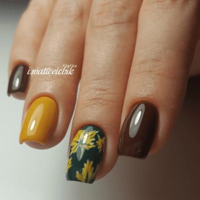 Желтые листья в осеннем маникюре