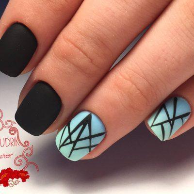 Чёрный геометрический маникюр на короткие ногти