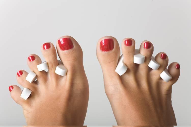 Как аккуратно накрасить ногти на ногах