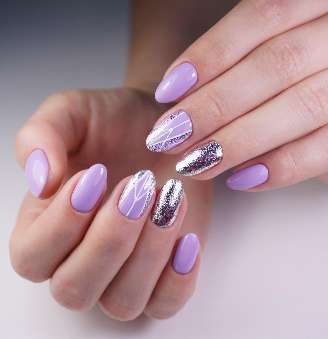 Дизайн ногтей к фиолетовому платью