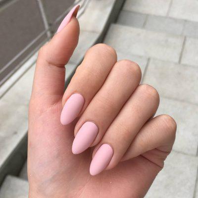 Матовые остренькие ноготки в розовом цвете
