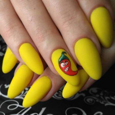 Перчик в желтом маникюре