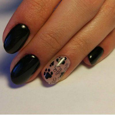 Черный маникюр с кошачьими лапками