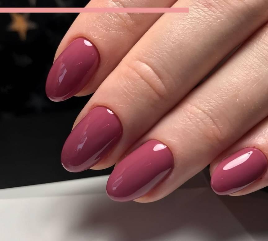 Лаконичный розовый маникюр