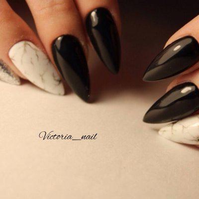 Мраморный маникюр на наращенных ногтях