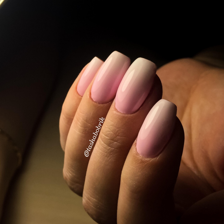 Розовый градиент для длинных ногтей