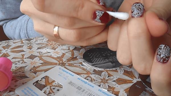 Удаление излишков лака с кожи пальцев