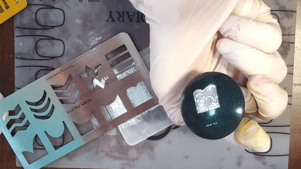 Как пользоваться стемпингом для ногтей, применяя трафареты