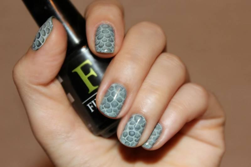 маникюр рептилия на ногтях