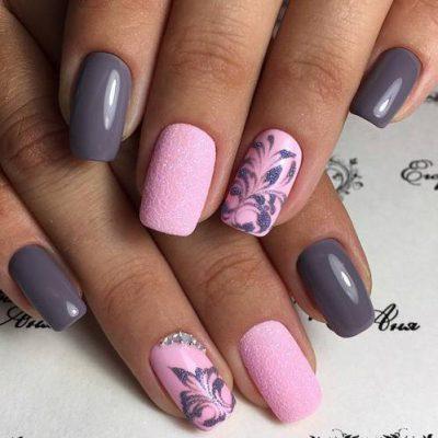 Роскошный серо-розовый маникюр