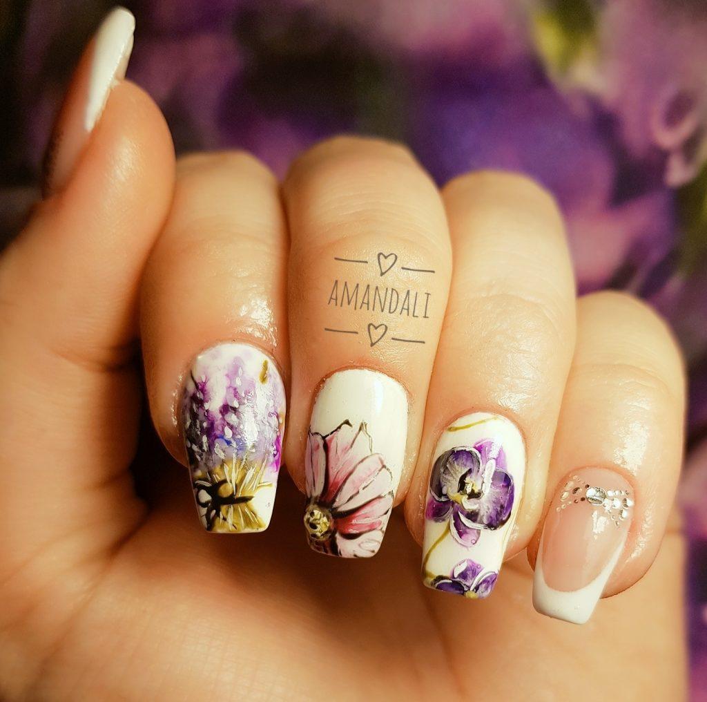 Цветочный шторм на наращенных ногтях