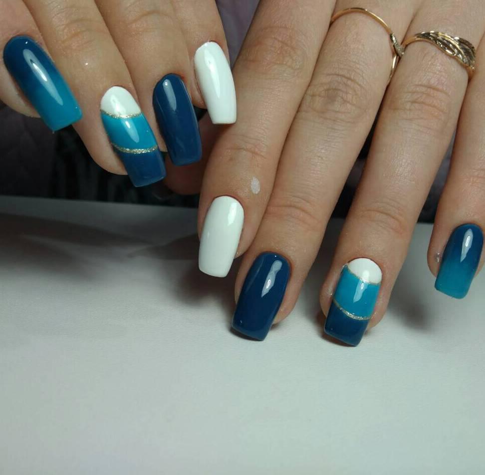Синие эксперименты на длинных ногтях