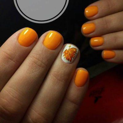 Осенний оранжевый маникюр на короткие ногти