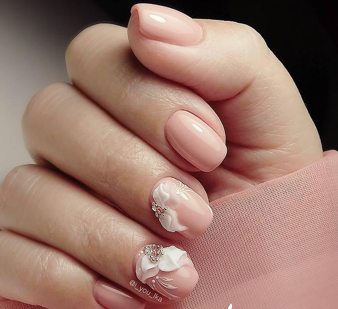 Розовый маникюр с объемными лепестками