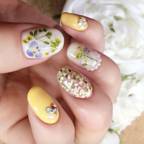 как сделать дизайн ногтей с сухоцветами