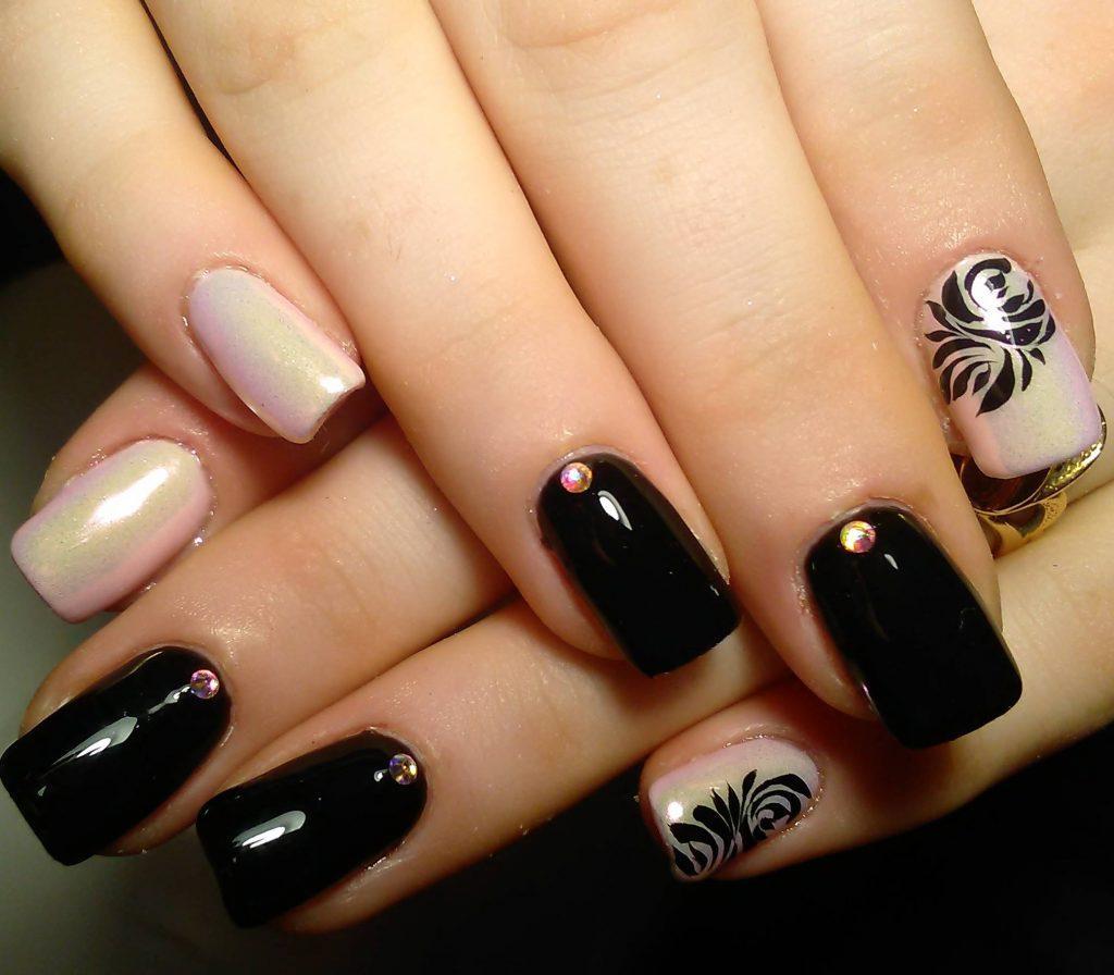 Черный с перламутровым осенний маникюр