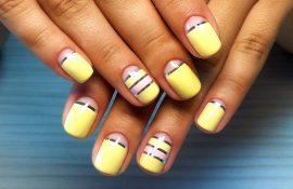 Маникюр с полосками-лентами на ногтях