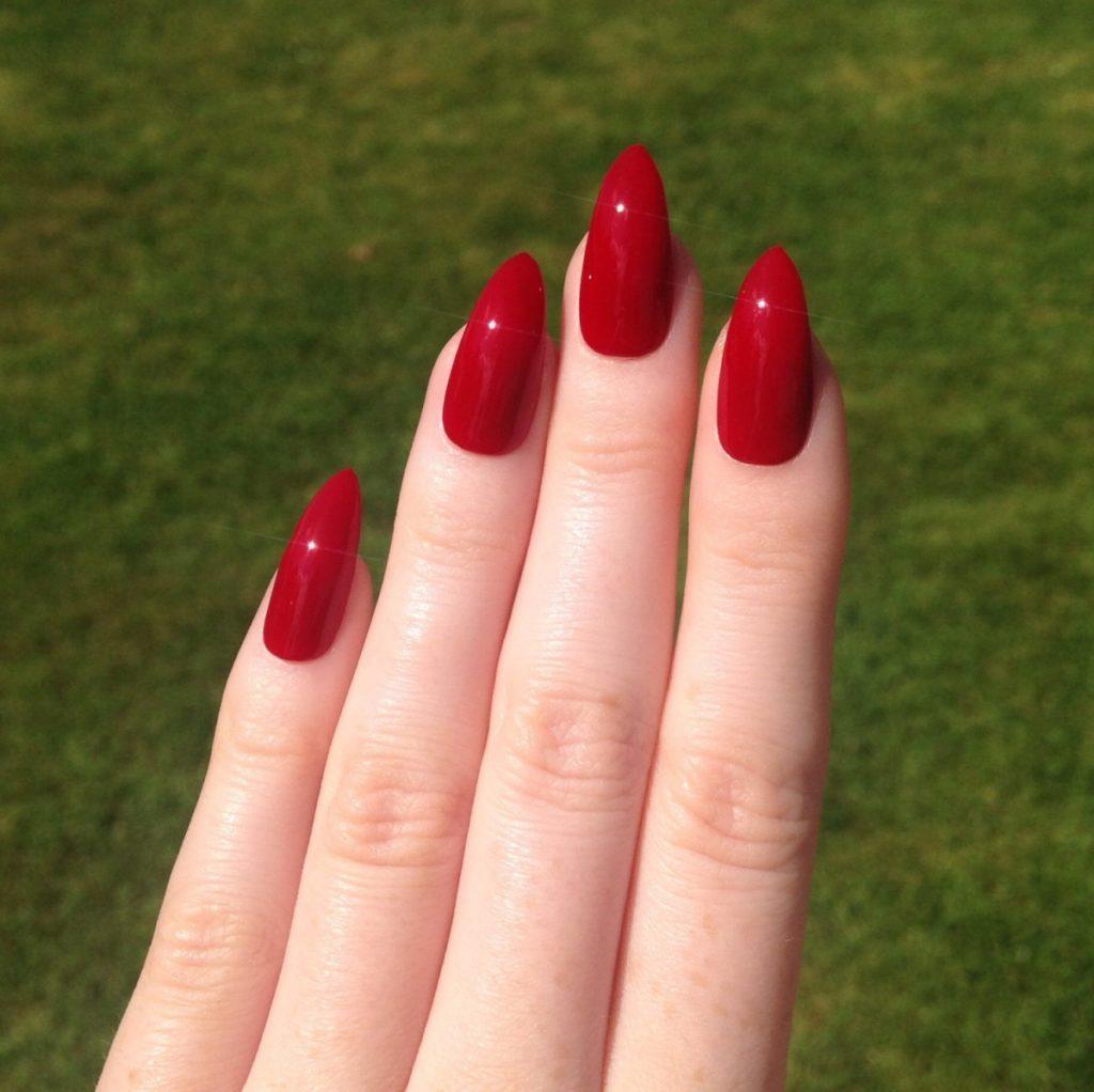 Дизайн ногтей стилеты с блестками