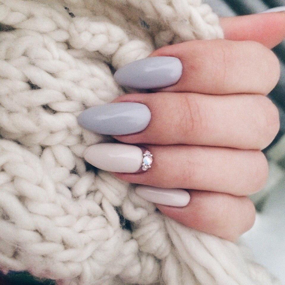 дизайн острых ногтей с блестками