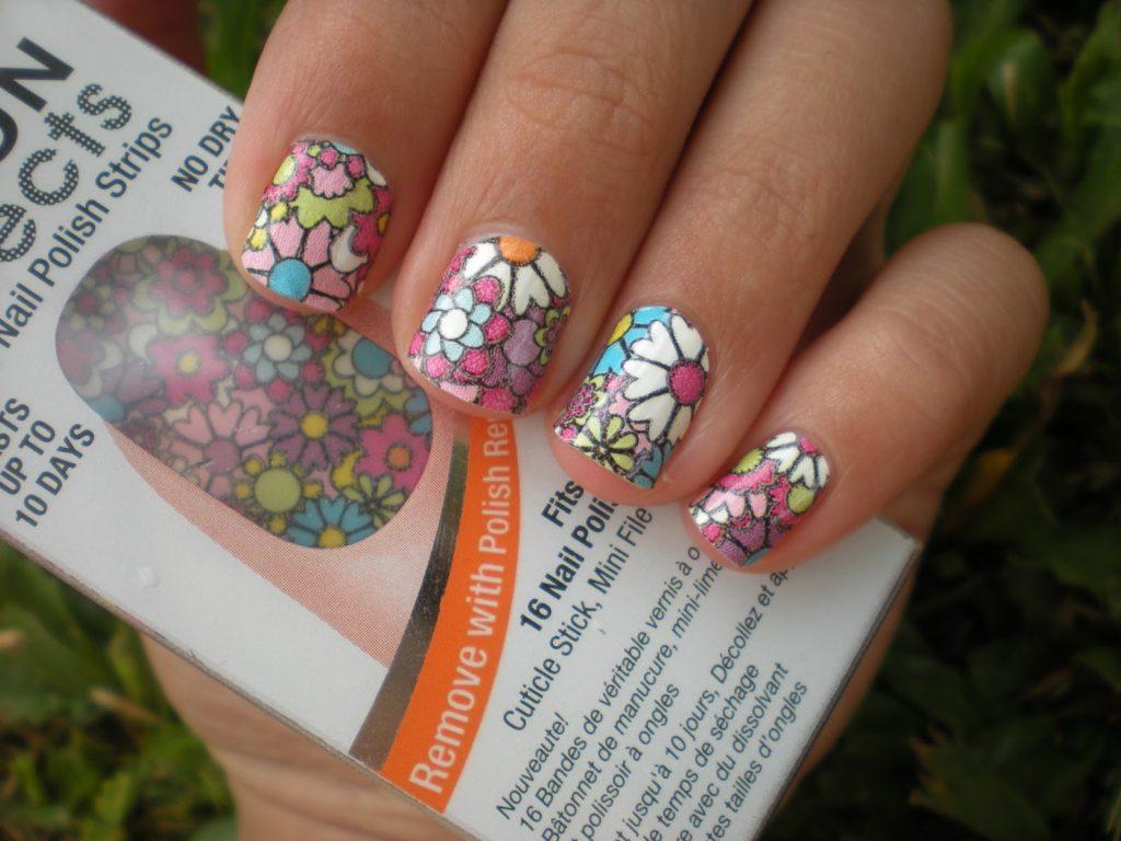 Как клеить наклейки на ногти или гель-лак правильно