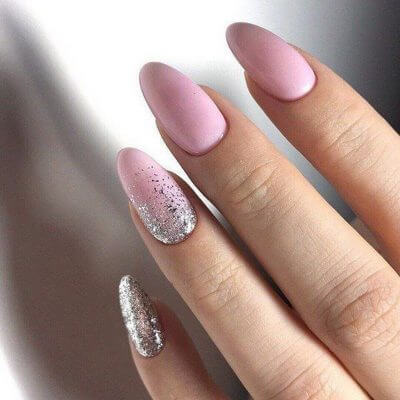 Дизайн с блестками на ногти миндалевидной формы