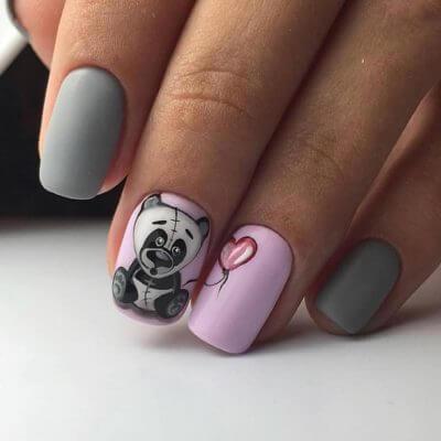 Маникюр с рисунком на ногти средней длины