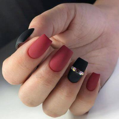 Красно-черный дизайн на квадратные ногти