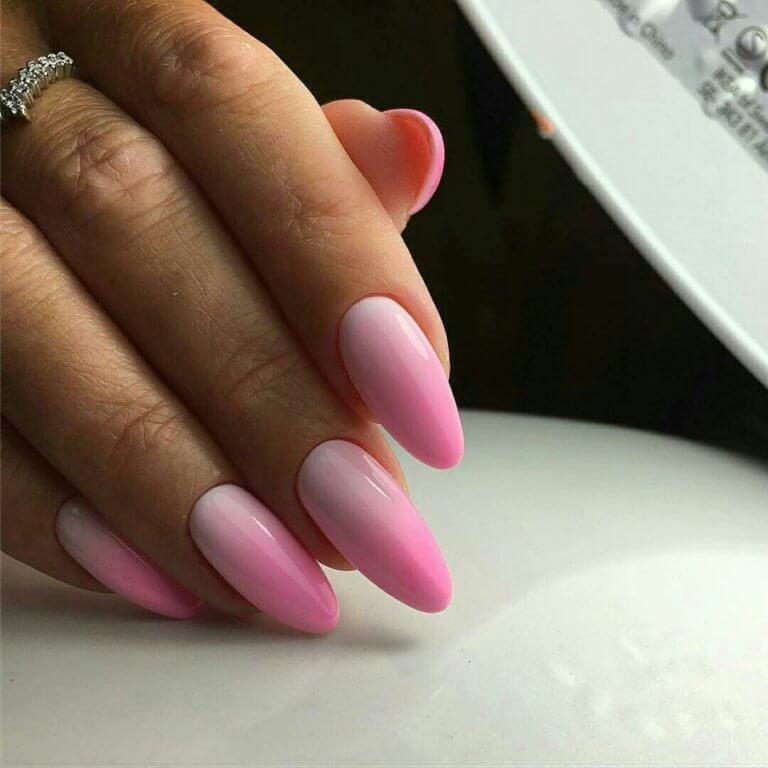 Маникюр в розовом цвете на длинные ногти с градиентом